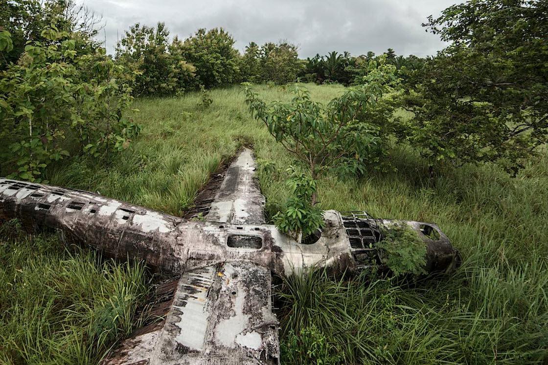 Упавшие самолеты: падение со счастливым концом катастрофа,природа,техника,авиакатастрофа,заброшенное,падение,самолет