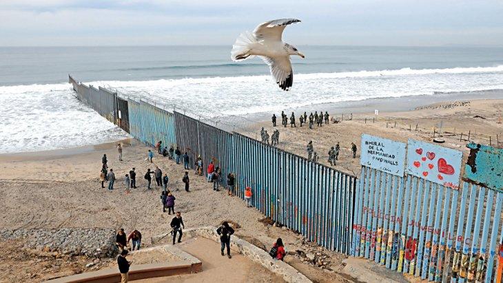 «Роспись братства» на границе США и Мексики Интересное