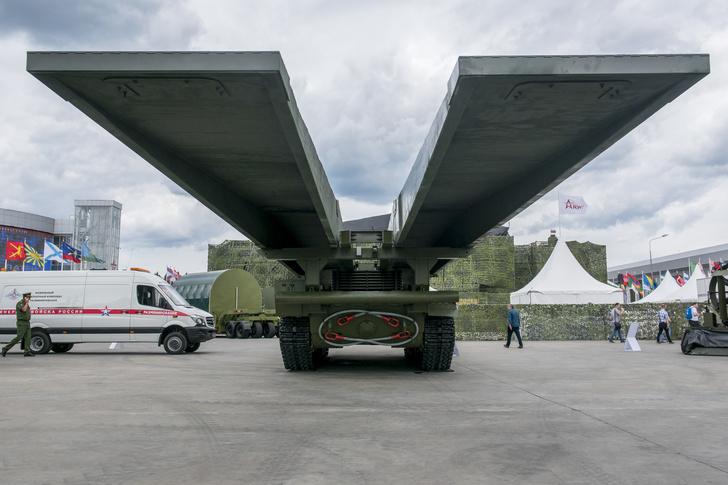 Уралвагонзавод показал на «Армии-2019» новейший мостоукладчик Армия и флот,сделано у нас