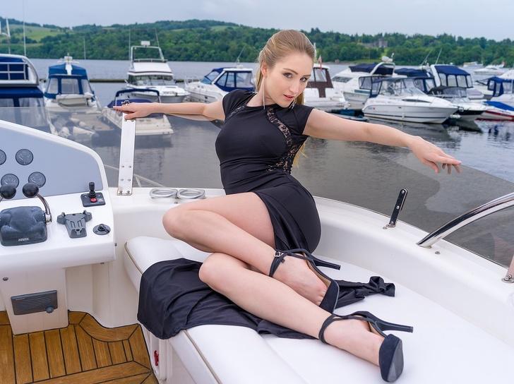 Почему женщины всего мира массово расстаются с каблуками и надевают кроссовки Интересное