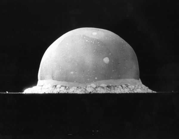 5 экспериментов, которые могли уничтожить Землю Интересное