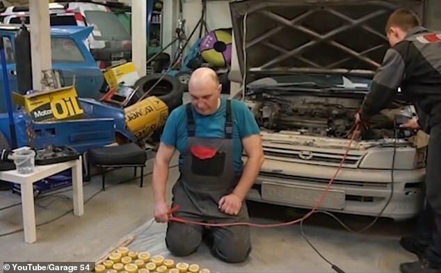 Умельцы из Новосибирска попытались завести авто от лимонов   Интересное