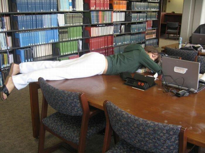 Это могло произойти только в библиотеке Интересное