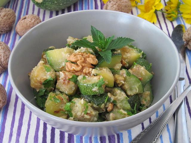 Салат из кабачков с грецкими орехами кулинария,салаты