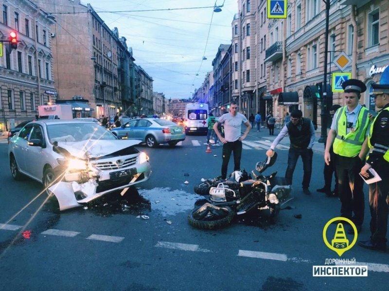 В центре Петербурга пострадала мотоциклистка автомобили,дороги,ДТП