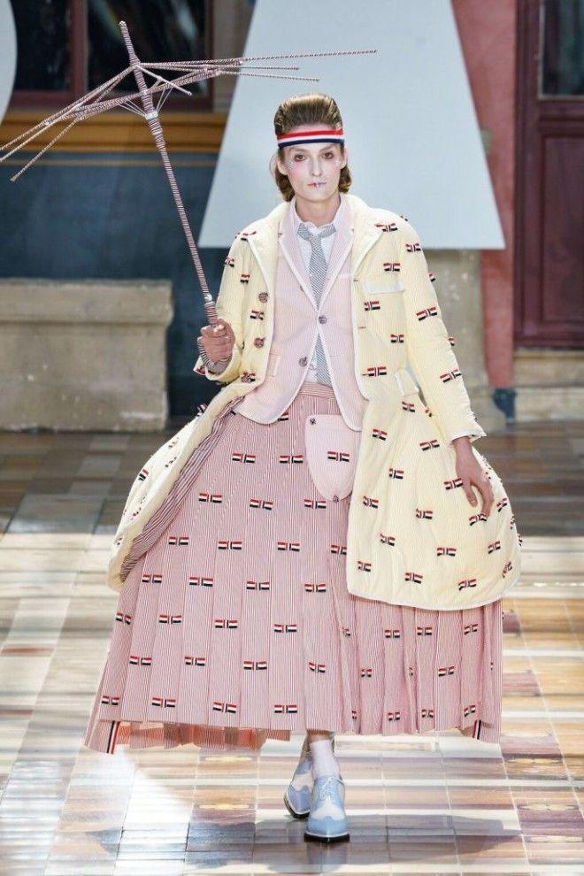 Юбочки и платья: представлена мужская коллекция на парижской неделе моды