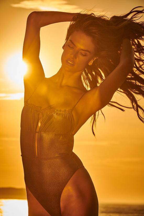 Ирину Шейк признали лучшей в мире моделью для рекламы бикини картинки,позитив