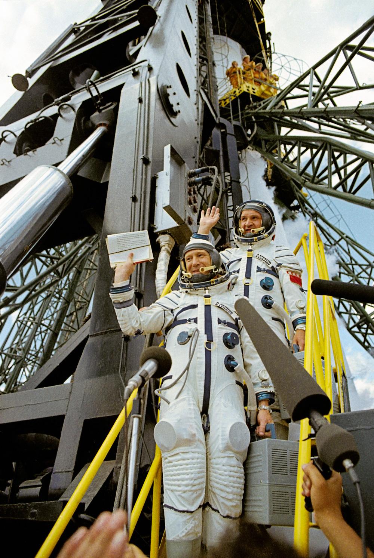 Человек и звездолет. Девять фактов из жизни космонавта Алексея Леонова